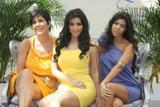 [IMG]http://img24.imagevenue.com/loc1158/th_00072_celeb-city.org_Kim_Kardashian_Monte_Carlo_Television_Festival_06-10-2008_043_122_1158lo.jpg[/IMG]