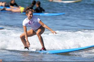 http://img24.imagevenue.com/loc203/th_746087368_ashley_tisdale_surfing_in_hawaii_on_december_31_2010_Dm4Su1D1_122_203lo.jpg