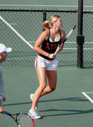 http://img24.imagevenue.com/loc455/th_441328730_Sharapova_training_2006_12_122_455lo.jpg