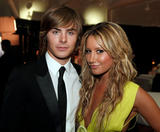 http://img24.imagevenue.com/loc755/th_38635_Ashley_Tisdale_2008-08-17_-_The_2008_ALMA_Awards_570_122_755lo.jpg